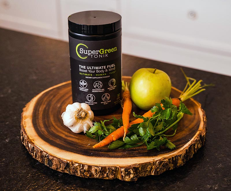 Supergreen TONIK with fresh veggies